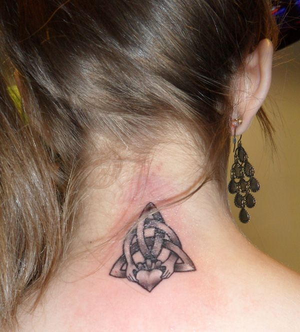 The endless knot is a symbol for family ties, marriage and it symbolizes union, and eternal bonds of devotion.  50+ Meaningful Tattoo Ideas | Cuded