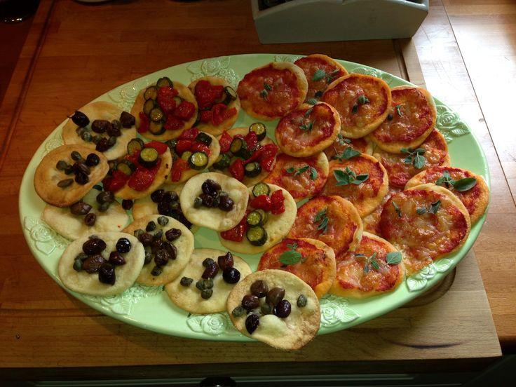 Pizzette al pomodoro, zucchine , capperi ed olive taggiasche