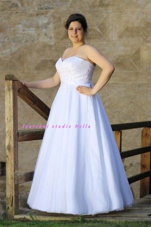 Bílé svatební šaty. Ceny na www.svatebninella.cz   #svatebníšaty, #bíléšaty, #svatební #šaty, #půjčovnašatů, Svatební studio Nella, Česká Lípa