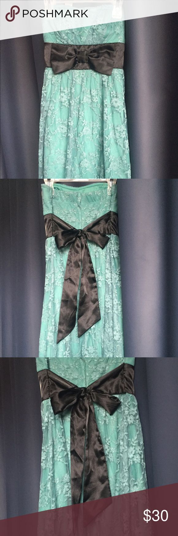 Juniors a strapless turquoise lace dress Juniors strapless turquoise lace dress. 92% nylon, 8% spandex, black polyester bow, 100% polyester lining. Speechless Dresses