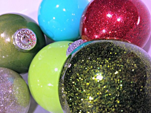 how to glitter and paint glass ornaments | TodaysCreativeBlog.net