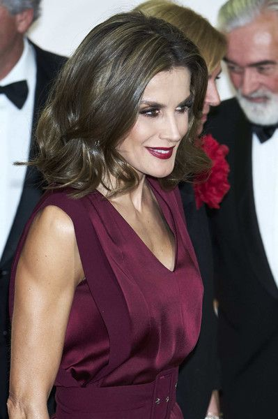 Queen Letizia of Spain Photos - Queen Letizia of Spain attends the 'Mariano de Cavia', 'Luca de Tena' and 'Mingote' Journalism awards on October 26, 2017 in Madrid, Spain. - Spanish Royals Attend Dinner Honouring Journalism Awards Winners