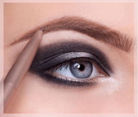 dessiner le sourcils pour un maquillage libanais parfait