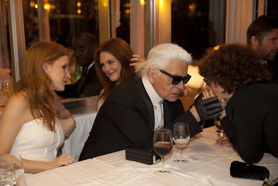 Jessica Chastain, Karl Lagerfeld et Julianne Moore.
