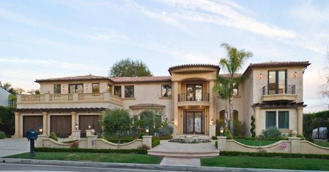 Flat roof mediterranean revival homes google search for Mediterranean roof styles
