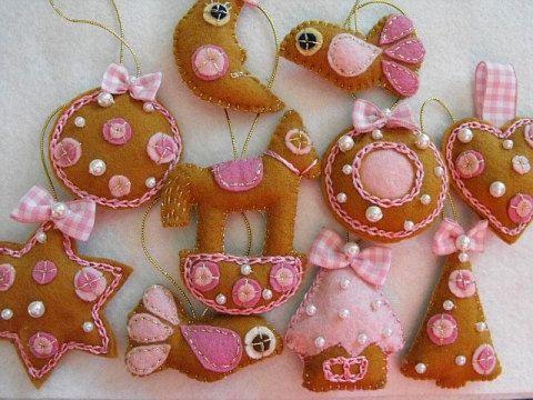 Pink Honey Cakes felt ornaments for Christmas. via Etsy.