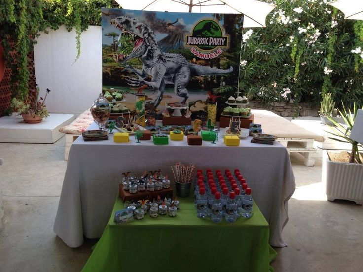 Jurassic park party sweet table
