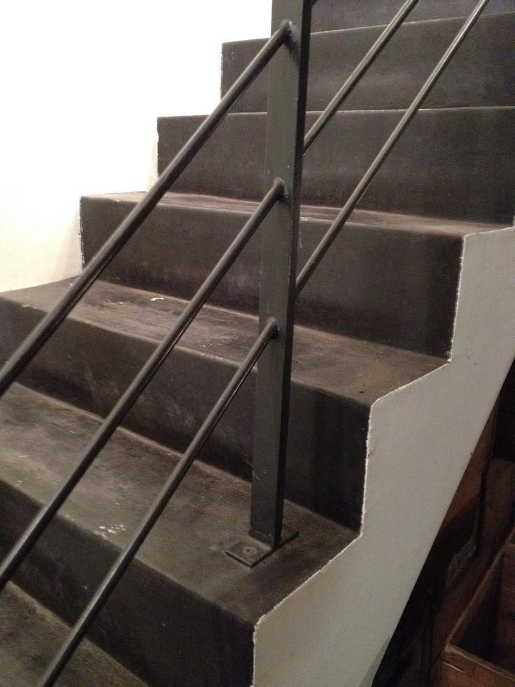 Meer dan 1000 idee n over metalen trap op pinterest leuningen trappen en smeedijzeren leuningen - Metalen trap ...