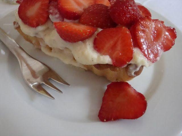 Klassisk jordbærtærte - husk at blande 1 spsk fløde med chokoladen over vandbad