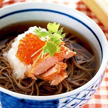 鮭の親子そば | 吉田瑞子さんのそばの料理レシピ | プロの簡単料理レシピはレタスクラブニュース