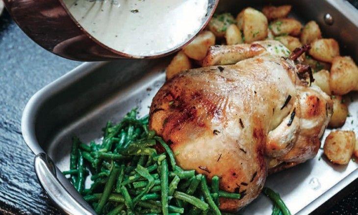 Den bästa kycklingen är den som går och pickar på ladugårdsbacken och som du nackar, fyller med vitlök, dragon och citron och långsamt rostar i ug