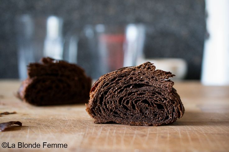 La Blonde Femme: Welcome to the dark side - Croissant al cacao