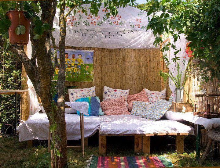 want to come over for a snuggle?: Outdoor Beds, Gardens Ideas, Backyard Ideas, Backyard Glamping, Ideas Jardine, Hideaway Backyard, Future Backyard, Backyard Spaces, Gardenfarm Ideas