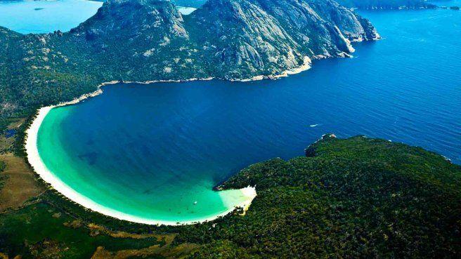 Wineglass Bay: Where white sand meet the blue Water #Travel #ThereIsNothingLikeAustralia