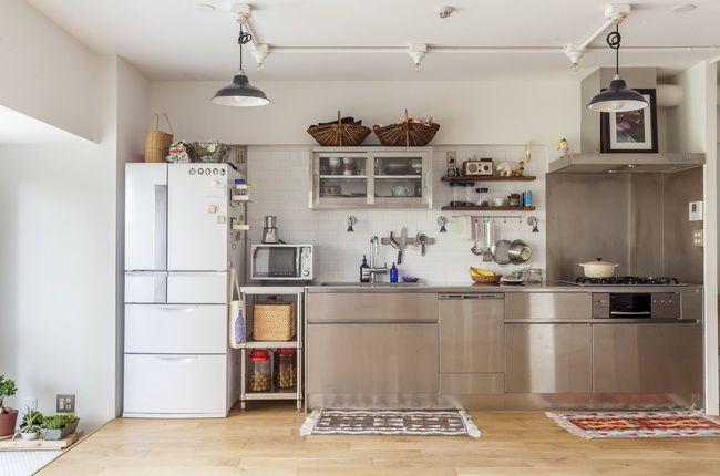 キッチンのテーマは質実剛健。業務用を特注した