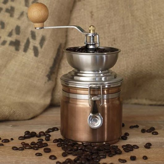 Klasyka zawsze w modzie. To także doskonały prezent na każdą okazję. Klasyczny młynek do kawy.   https://homeandfood.eu/c/35/mlynki-akcesoria-.html