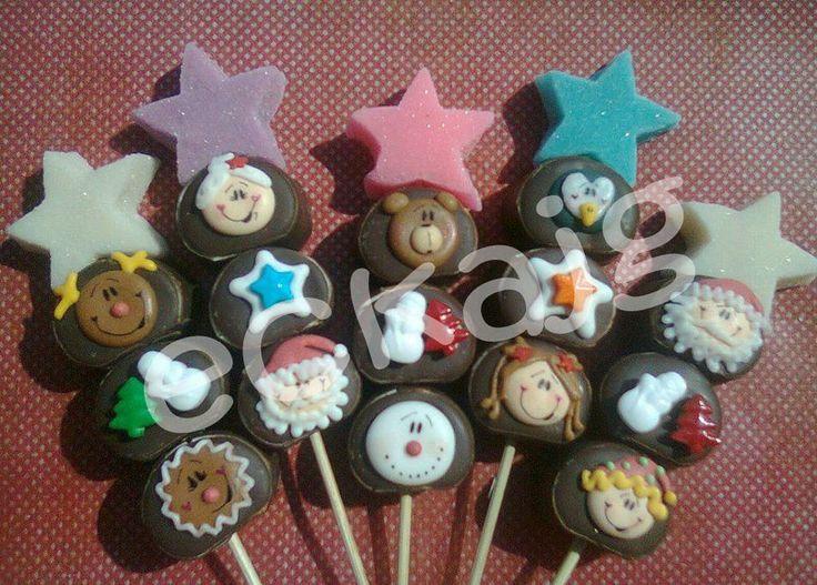 bombones cubiertos de chocolate decorados de navidad