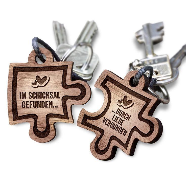 schenkYOU® Puzzle Anhänger 2er Set Echtholz Schlüsselanhänger aus Nussbaum mit Gravur – Ihr Wunschtext + Symbol – gestalten Sie Ihren gravierten Partneranhänger – tolle Geschenkidee: Amazon.de: Spielzeug