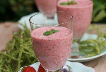 Jordbær- og myntesmoothie