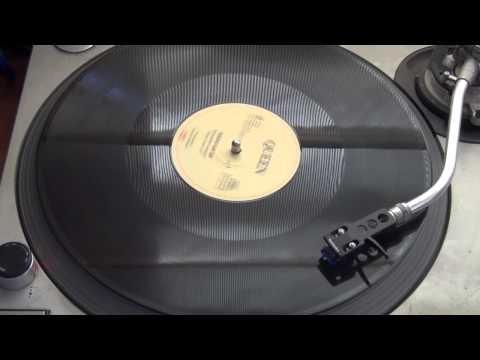 """Les dejo la version 12"""" de un clasico de Queen, """"Radio Ga Ga"""".    CONECTE LOS PARLANTES, SUBA EL VOLUMES Y DISFRUTE!!"""