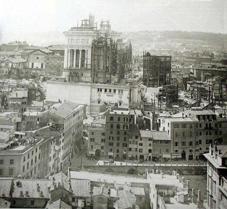 Vittoriano in costruzione (1906)