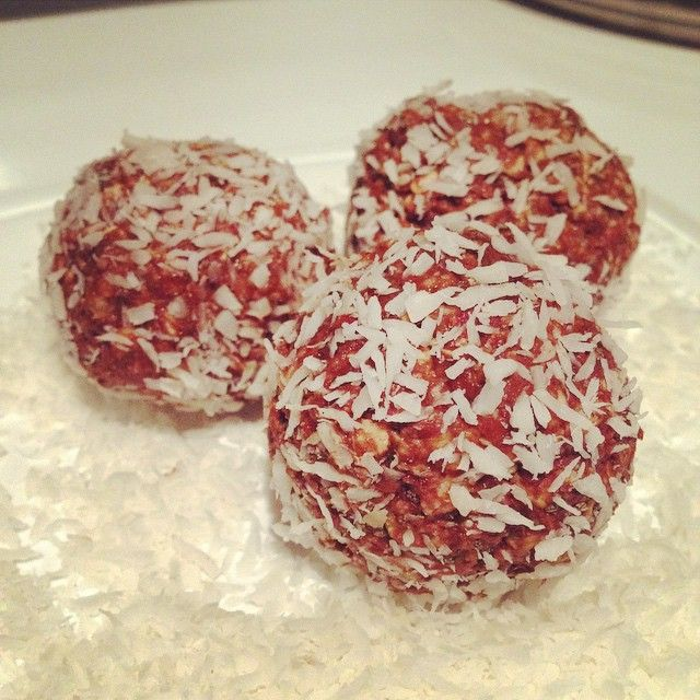 Raw chocolate almond butter power balls!