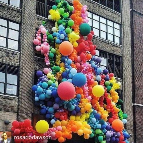 @Regrann from @rosariodawson - 99 Luftballons make me #HappyPride …! #SpreadLove #NoH8 #RainbowsInTheClouds #Repost @studiooneeightynine  ・・・  Happy 🏳️🌈 🏳️🌈🌈🎈❤️💫! #pride #lgbtq - #regrann