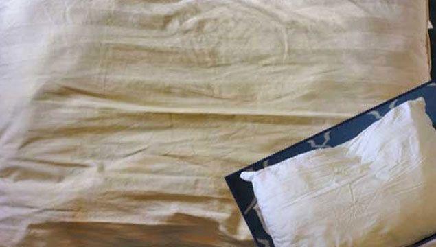 Sararan Yastıklar Nasıl Temizlenir? Sizler için hazırladığımız bu yazımızda sararmış yastıklar ilk günkü gibi bembeyaz olacak.