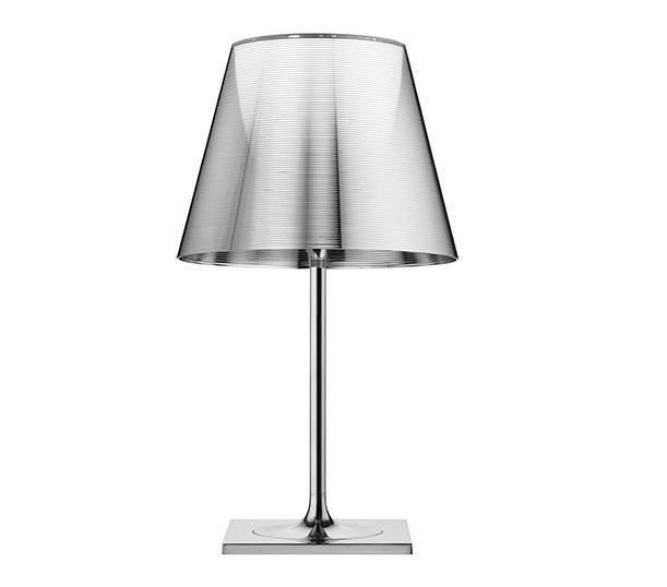 케이트라이브T2_크롬/실버 SW(이미지를 클릭하고 eShop 가기)    색상 : aluminised silver  소재 : aluminum, polycarbonate, glass  용도 : 스탠드(조명)  사이즈 : 25w*69h, 40s/dia  원산지 : 이탈리아    독특한 디자인의 케이트라이브 F1제품은 조명 갓 안에 있는 디퓨저를 통해 부드러운 조명광선을 산광시키는 플로어 램프 입니다.