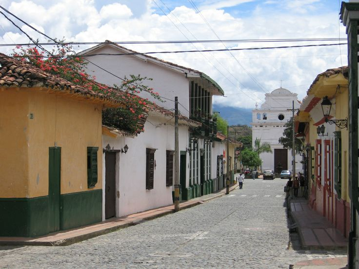 Santa Fe de Antioquia, Colombia.   Es la Ciudad Madre, la cuna de toda la calidez, amabilidad y alegría paisa. Sus casas coloniales, hermosas iglesias y calles empedradas son el escenario del origen de toda una raza.