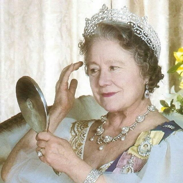 Onthisday Elizabeth Bowes Lyon Also Known As The Queen Mother Passed Away In March 30 2002 In Windsor Your Body I Queen Mother Royal Jewels British Royals