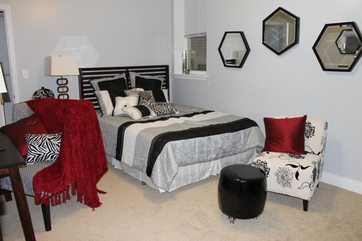 Master Bed Room Decorating And Staging Ideas Turn A Home Into A Dream Home Pinterest