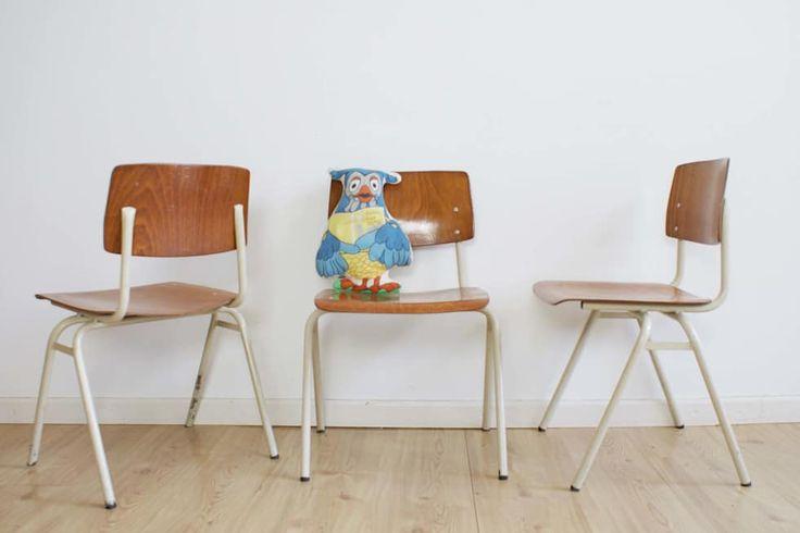 Set van 3 stoere vintage schoolstoelen. Industriele retro stoeltjes, hout/metaa: industriële Kinderkamer door Flat sheep