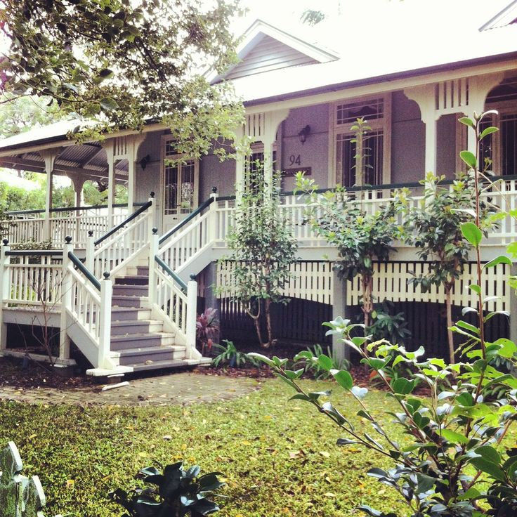 Queenslander with wrap around verandah. Lovely on hot summer days.
