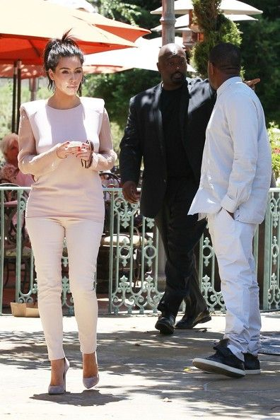 Kim Kardashian Photos Photos - Couple Kim Kardashian and Kanye West go out for a double date with super pregnant Kourtney Kardashian and her favorite little man, son Mason Disick in Los Angeles. - Kim Kardashian and Kanye West Go on a Double Date