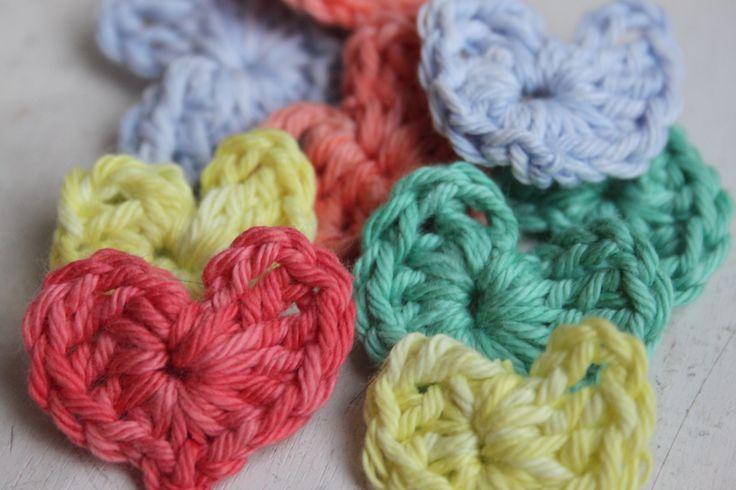 Mini hartjes van Catania Denim in zachte kleuren.