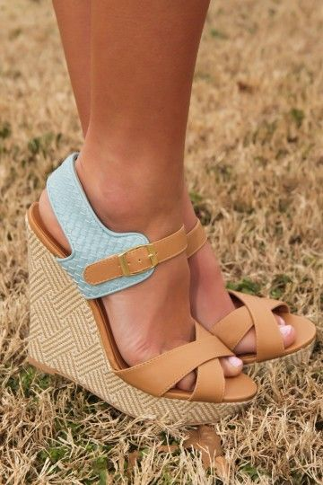 Shoe love! The perfect Spring wedge! Want, need, love! Repin!