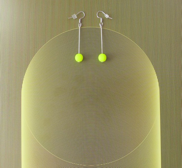 Neon minimalistic earrings (Can´t be overlooked..)