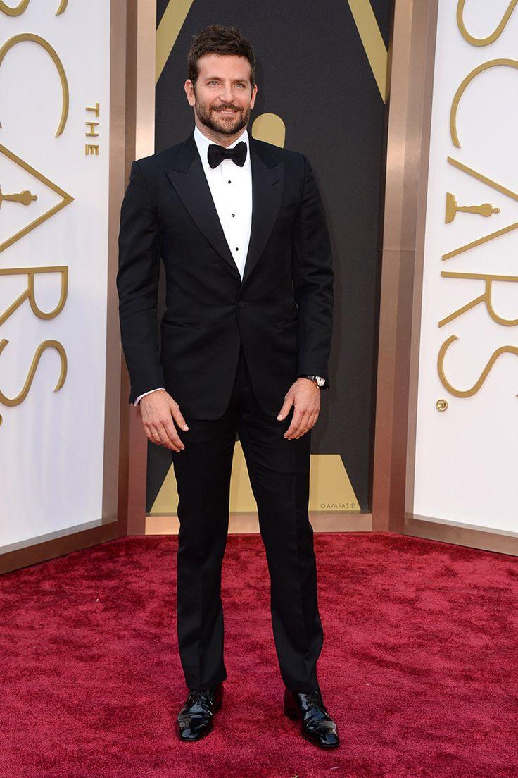 Bradley Cooper Ha pasado del front row de Burberry a la red carpet de los Oscar sin despeinarse, aunque esta vez sin su novia, Suki Waterhouse, en la alfombra roja pero sí con un elegante traje de Tom Ford.