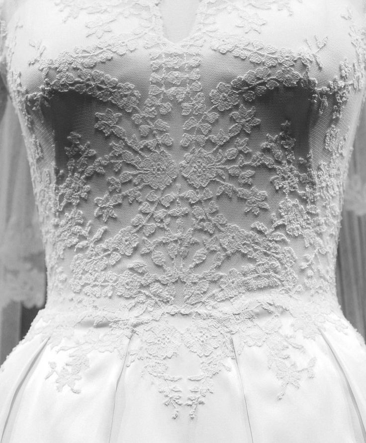 misshonoriaglossop:  Detail of the Duchess of Cambridge's Wedding dress by Sarah Burton for Alexander McQueen