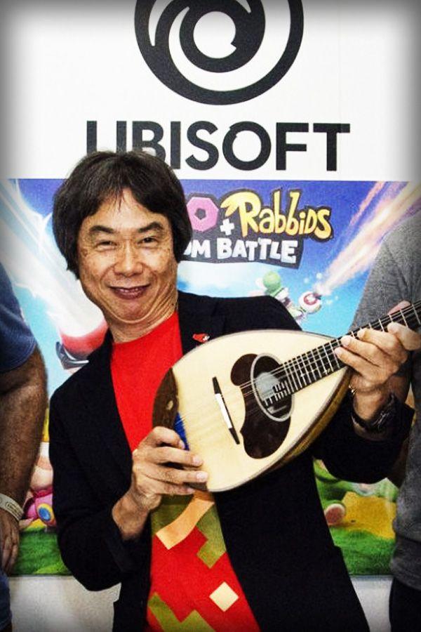 Ubisoft Milan, the developers behind Mario + Rabbids Kingdom Battle, gives an ancient Neapolitan lute to Nintendo legend Shigeru Miyamoto #gaming #games #videogames #nintendo #giochi #supermario #miyamoto #shigerumiyamoto #miyamotosan #nintendoswitch #swi