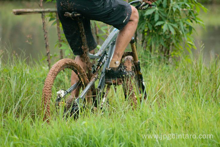 Track Jalur Pipa Gas Mountain Bike Park Perigi Lengkong BSD.  link http://www.jpgbintaro.com