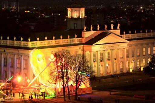 #Fridericianum #Kassel mit dem #Karussell #Diskus in Fahrt davor abgelichtet