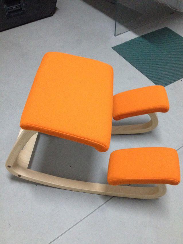 Ciao, sono Carla e vendo questa sedia ergonomica Stokke Variable. E' una sedia da studio ergonomica in legno con appoggio per ginocchia. Comoda e versatile. Colore arancio. Contattate DxA per maggi...