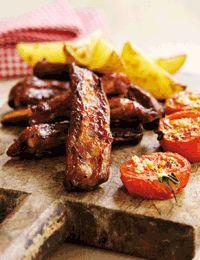 BBQ ribben med kartoffelbåde og tomater