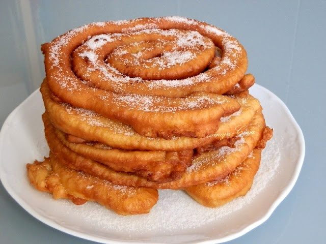 FRIXUELOS FRITOS (fried crêpes)