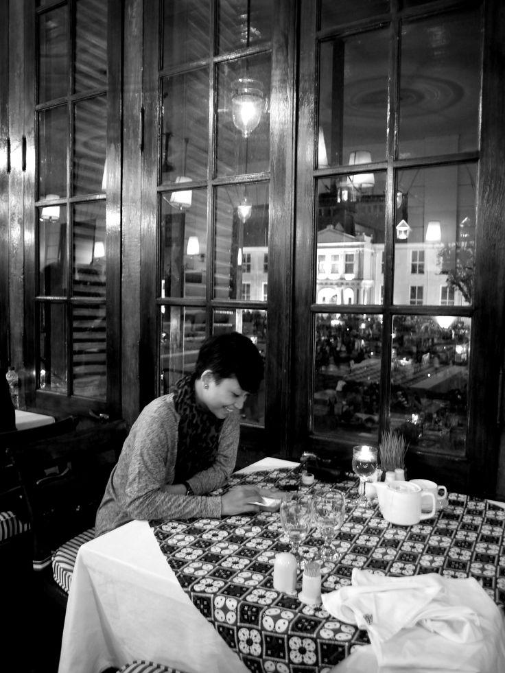 Anne at our first date in Café Batavia