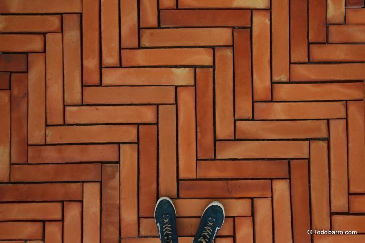 Formato 50x10 cm de suelo de barro manual rojizo