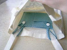 DIY detachable pocket for tote bags. That is SO CLEVER!!!