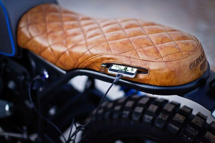 Cafe racer leather seat